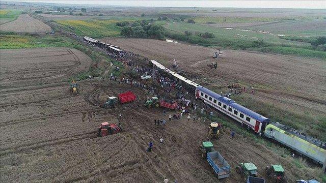 Щонайменше 10 людей загинули внаслідок сходження пасажирського поїзда з рейок в Туреччині