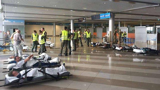 На лікування до Німеччини відправили 14 поранених на Донбасі українських військових