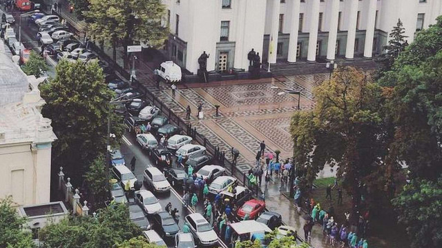 Власники авто на єврономерах заблокували центр Києва
