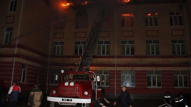 На Одещині через влучання блискавки згорів верхній поверх місцевої школи