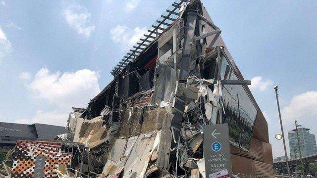 У Мексиці обвалилася будівля новозбудованого торгового центру