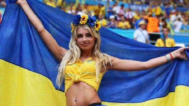 ФІФА проситиме телекомпанії показувати менше красивих жінок під час футбольних трансляцій