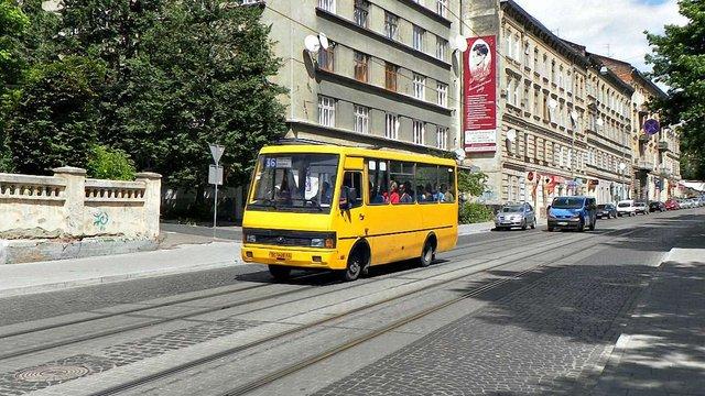 Через ремонт вулиці у Винниках зміняться три львівські автобусні маршрути