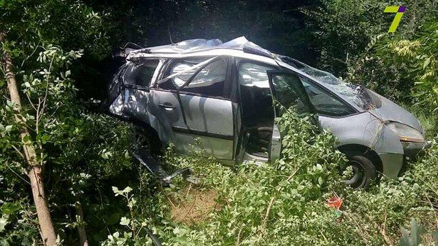 Під Одесою вантажівка в'їхала в легковик: загинула дитина, ще четверо людей постраждали