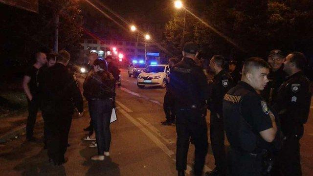 Під час конфлікту біля нічного клубу 33-річний львів'янин вистрелив із травматичної зброї