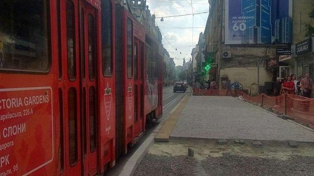 У суботу зупинку громадського транспорту на вул. Дорошенка перенесуть ближче до просп. Свободи