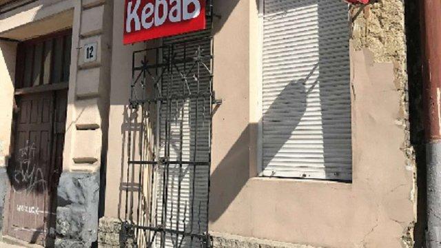 Ще двоє людей звернулися до медиків внаслідок отруєння фаст-фудом у центрі Львова