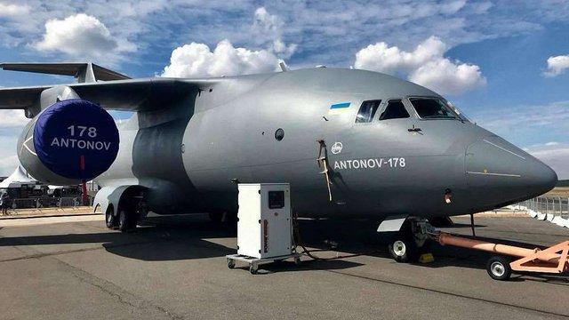 Порошенко показав відео демонстраційного польоту нового українського літака Ан-178 у Лондоні