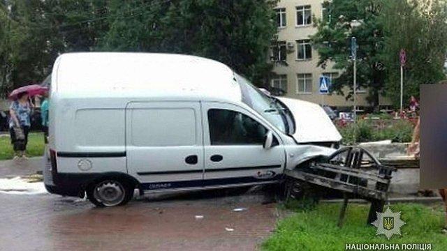 У центрі Полтави автомобіль в'їхав у підземний перехід і на смерть збив комунальника