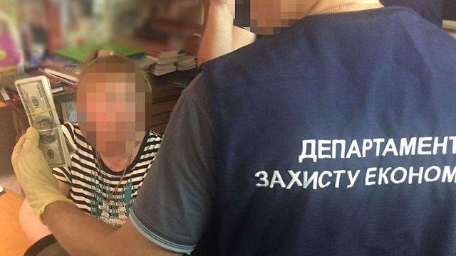 Декан одного з одеських вишів вимагала хабар за «допомогу зі вступом»