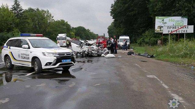 У Хмельницькій області в ДТП з вантажівкою і легковиком загинула сім'я з трьох осіб
