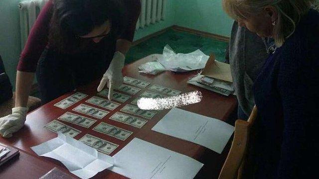 47-річного бізнесмена з Жовківщини затримали за спробу дати хабар прокурору