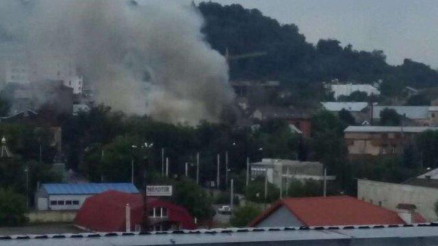 У Львові виникла пожежа в складських приміщеннях на вул. Промисловій