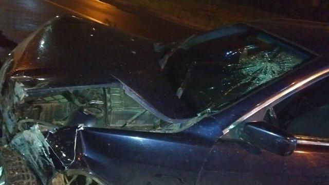 Нетверезий львів'янин розбив автомобіль об муровану огорожу
