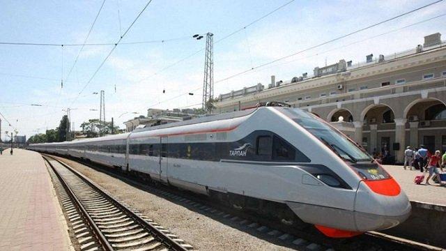«Укрзалізниця» планує запровадити єдині залізнично-автобусні квитки до Буковелю