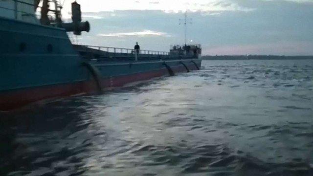 В Очакові на Миколаївщині у море скидають невідому речовину