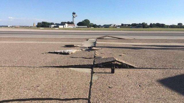 В аеропорту німецького Ганновера внаслідок сильної спеки тріснула злітно-посадкова смуга