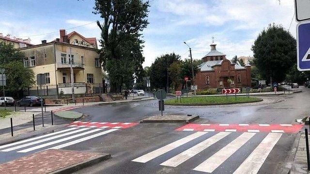 На складному перехресті Нового Львова облаштували кільцевий рух