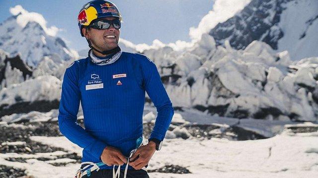 Польський спортсмен першим в світі спустився на лижах з найнебезпечнішої вершини Землі