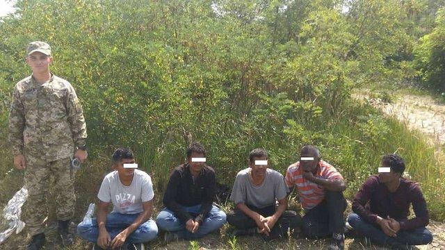 На Закарпатті прикордонники затримали групу нелегалів з Індії та Пакистану