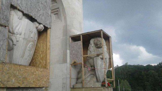У Львові група молодих поляків вчинила провокацію на Цвинтарі Орлят