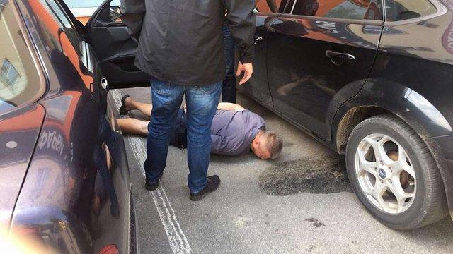 На Вінничині затримали місцевого прокурора за хабар у $6 тиc