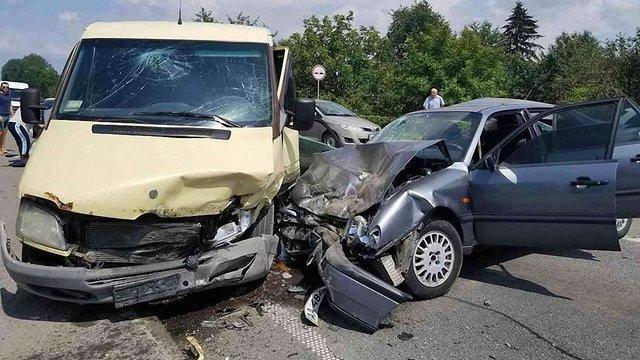 У потрійній ДТП на Львівщині постраждало восьмеро осіб