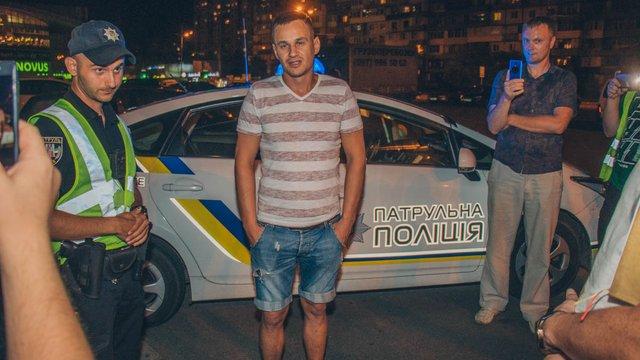 У Києві п'яний водій на «євробляхах» розбив сім машин і заснув в автомобілі поліції