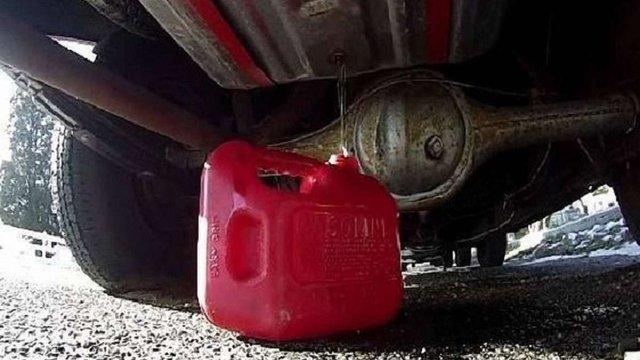 Військовослужбовці ЗСУ злили і намагалися продати 2 тонни палива на Донеччині