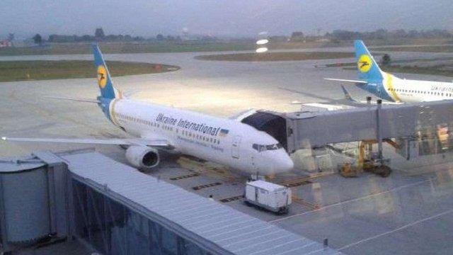 Пасажирський літак зі Львова здійснив екстрену посадку через птахів