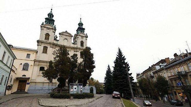 Адміністрація Львівського органного залу вибачилась за проведення заняття з йоги у костелі