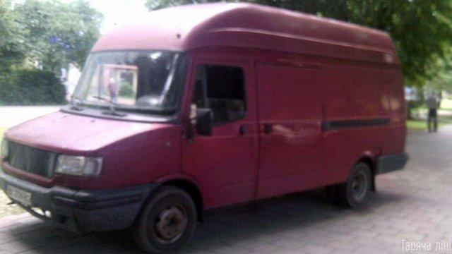 Львівські муніципали затримали водія мікроавтобуса, який нетверезим їздив тротуаром