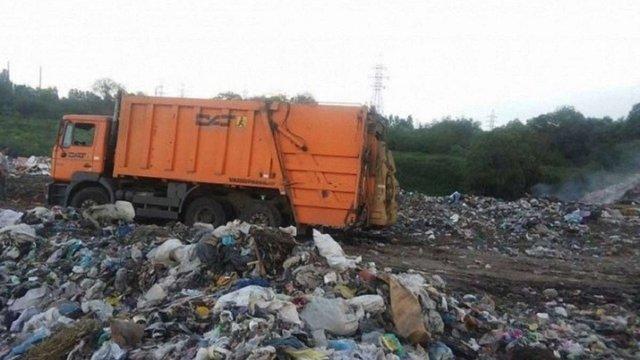 На Кіровоградщині затримали львівські сміттєвози