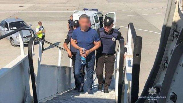 Поліція екстрадувала в Азербайджан куратора наркоугруповання, якого шукав Інтерпол