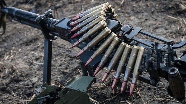 У зоні бойових дій на Донбасі загинув український вояк, також поранені двоє поліцейських
