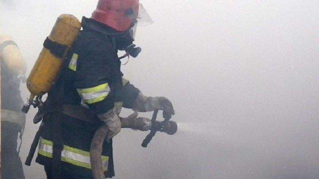 У Львові на вул. Роксоляни згоріла господарська будівля