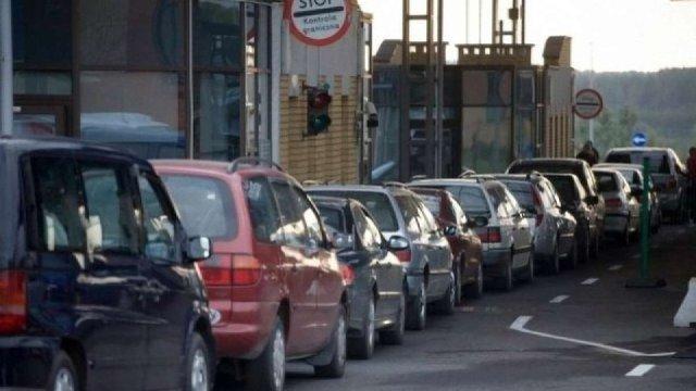 Через аварію електромережі рух транспорту у пункті пропуску «Шегині» уповільнений