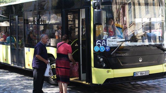 У львівському автобусі №6а дозволять вхід лише через передні двері