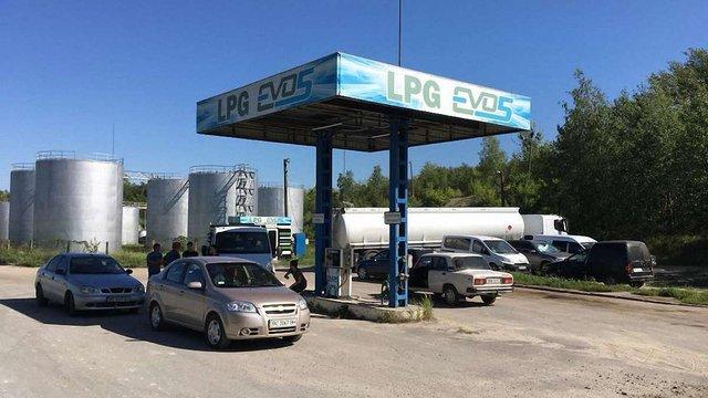 Десятки водіїв заявили про шахрайство на газовій АЗС у Пустомитах
