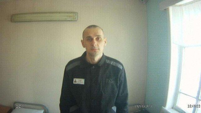 Денісова оприлюднила нові фото політв'язня Олега Сенцова