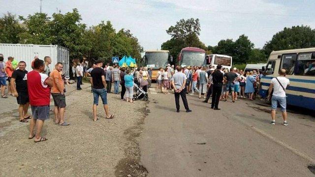 У Болехові люди перекрили дорогу державного значення на Львів, вимагаючи її ремонту