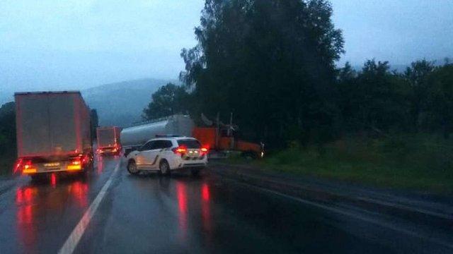 На Львівщині внаслідок зіткнення двох вантажівок загинув 22-річний водій