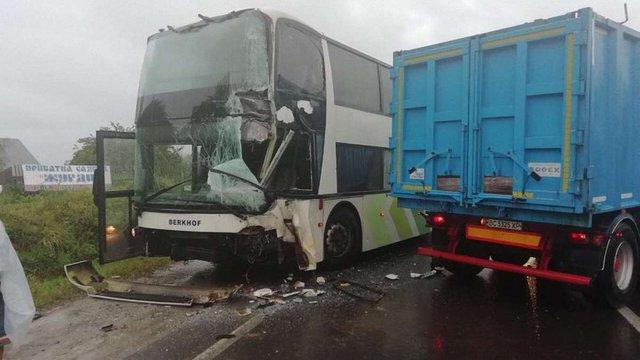 На Сколівщині зіткнулися туристичний автобус та вантажівка