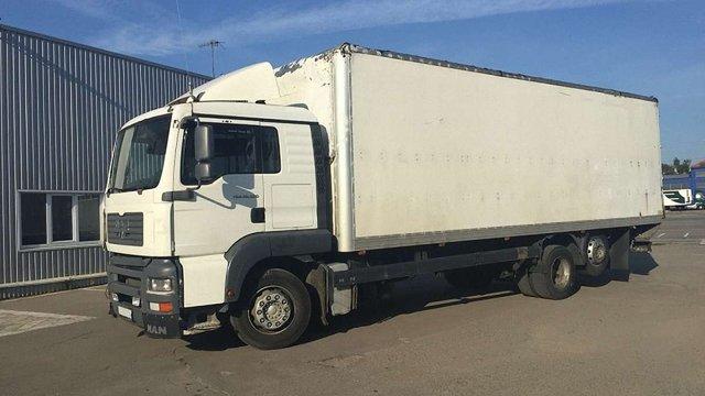 У Рава-Руській затримали вантажівку з заниженою на ₴1 млн вартістю товару