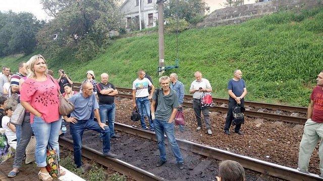 На станції Підзамче у Львові люди перекрили залізничну колію