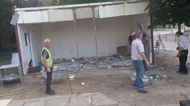 На Левандівці демонтували незаконний МАФ біля «Супутника»