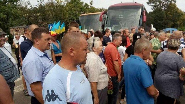 Протестувальникам з Болехова після перекриття траси пообіцяли відремонтувати автошлях
