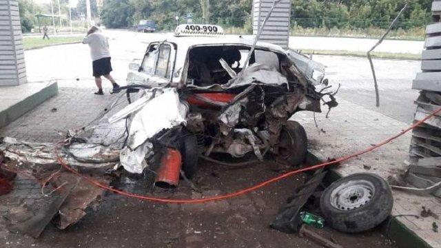Під час заправки на газовій АЗС у Тернополі вибухнуло таксі