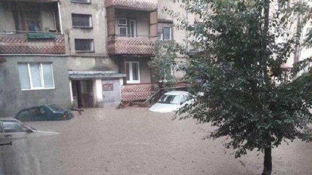 Сильна злива затопила Рахів Закарпатської області