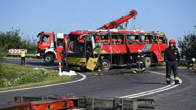 Після аварії українського туристичного автобуса в Польщі до лікарень потрапили 10 дітей